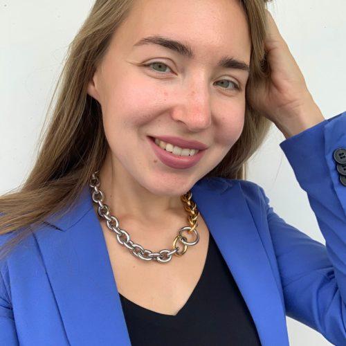 Мари Москва. Литературный критик.
